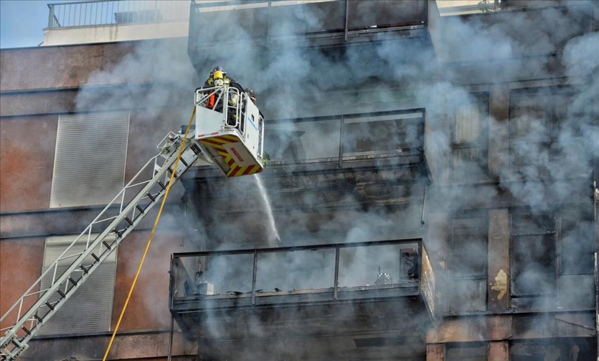 jjubierre40770665 incendio en piso calle saragossa foto ferran sendra171101112457