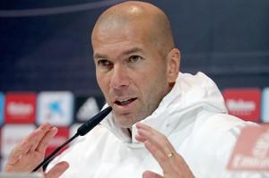 Zinedine Zidane, durante la rueda de prensa de este lunes en la ciudad deportiva blanca