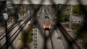Vías del tren en la avenida Vilanova de LHospitalet.