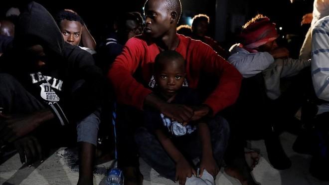 Medio millón de niños libios en