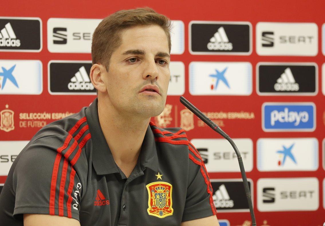 El seleccionador español Robert Moreno en rueda de prensa antes de recibir a Malta en Cádiz.