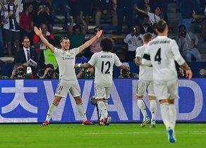 Bale, con los brazos en alto, celebra su tercer gol ante el Kashima.
