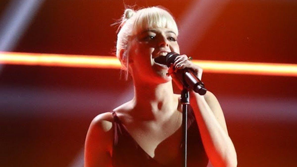 Alba Reche debuta en el número uno de las listas de ventas con su álbum recopilatorio