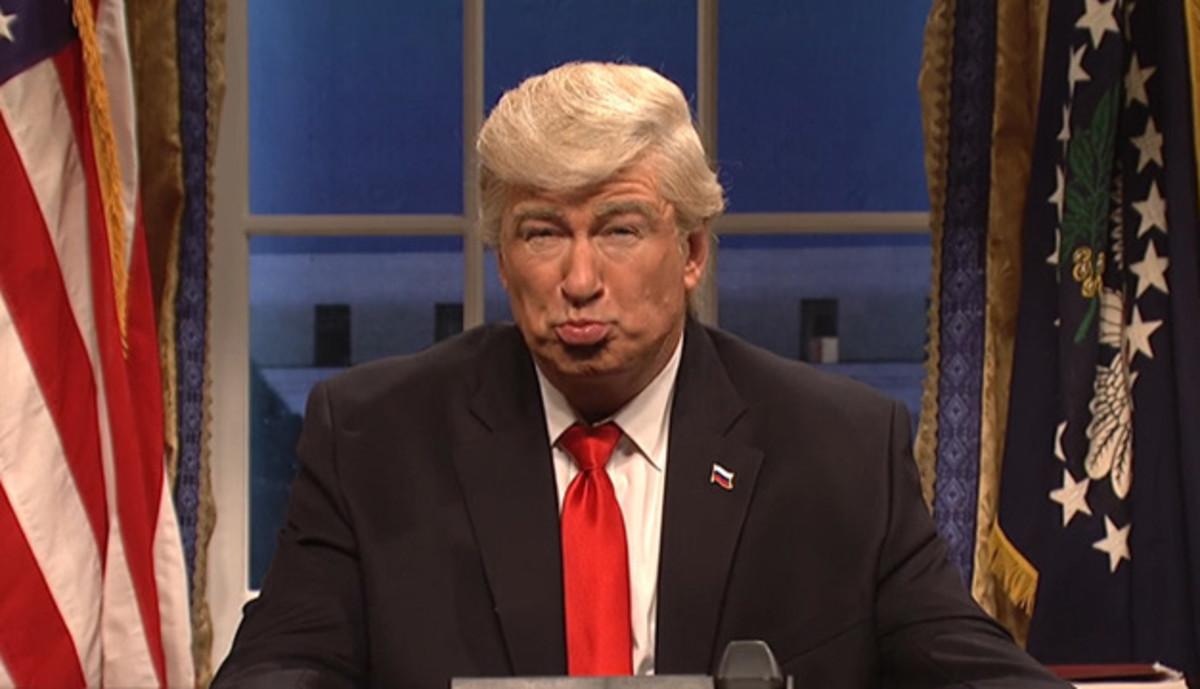 Alec Baldwin en una de sus imitaciones de Donald Trump ('SNL').
