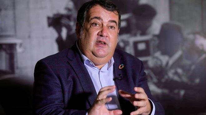 El Alto Comisionado contra la Pobreza Infantil, Ernesto Gasco, confiesa: Sufrí abusos en el colegio religioso.