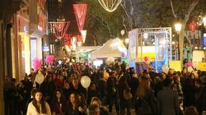 Una imatge del passeig de Gràcia, durant la Shopping Night, aquesta nit.