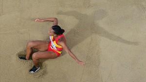 Ana Peleteiro, en uno de sus saltos en la final de longitud.