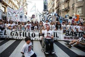 Protestas en Argentina por la violencia de la policía.