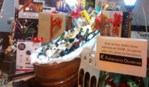 Un taüt ple de regals: així és la 'cistella nadalenca' d'una funerària gallega