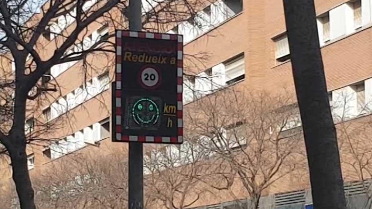 Barcelona colocará radares de velocidad informativos junto a los colegios.