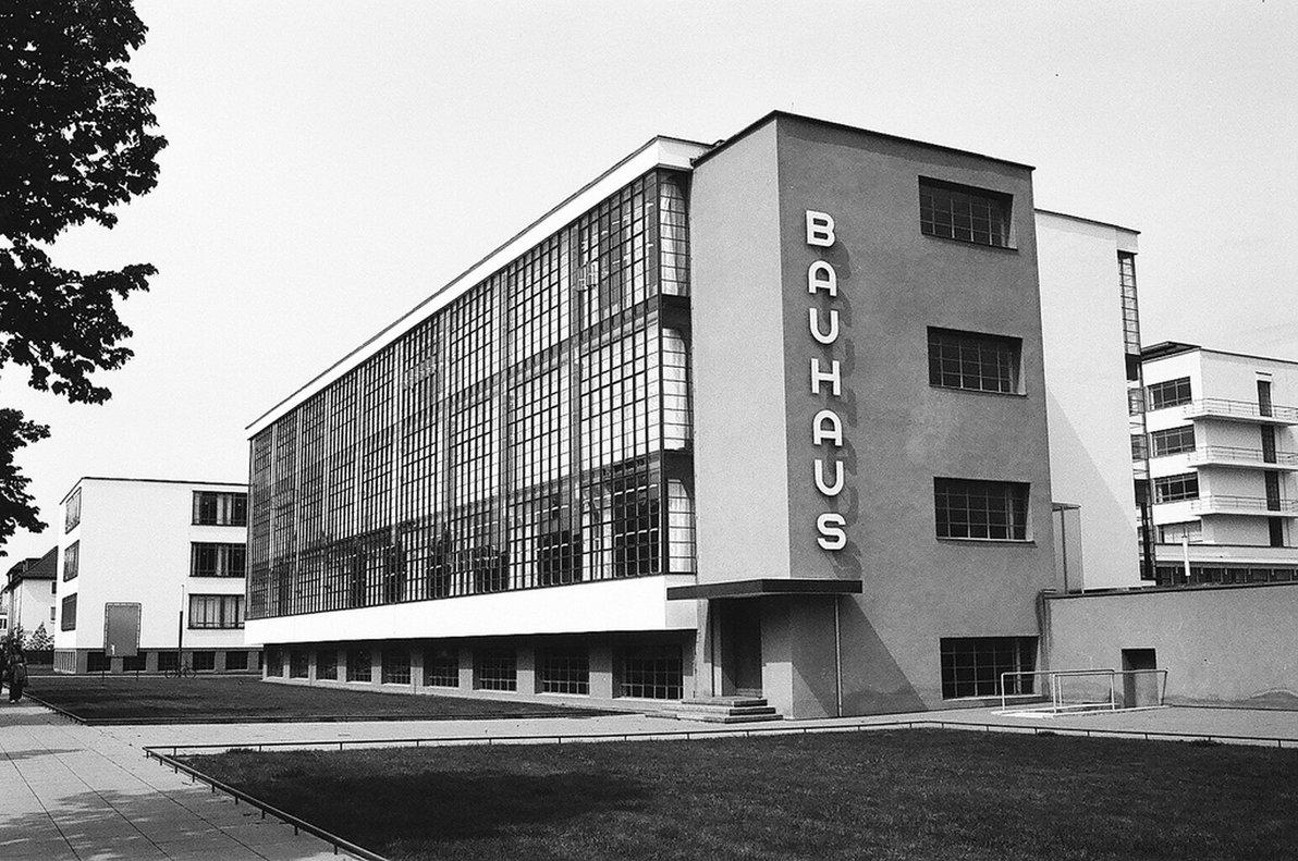La escuela tuvo su sede en tres ciudades: Weimar, Dessau y Berlín.