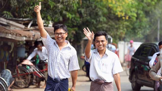 Birmania libera a los dos periodistas de Reuters con un perdón presidencial.