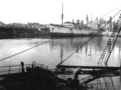 El buque de transporte Ciudad de Sevilla atracado en el Puerto de Barcelona en 1939.