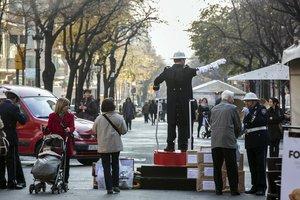 Campaña de Avismón y la Guardia Urbana para recoger alimentos, en el 2013.