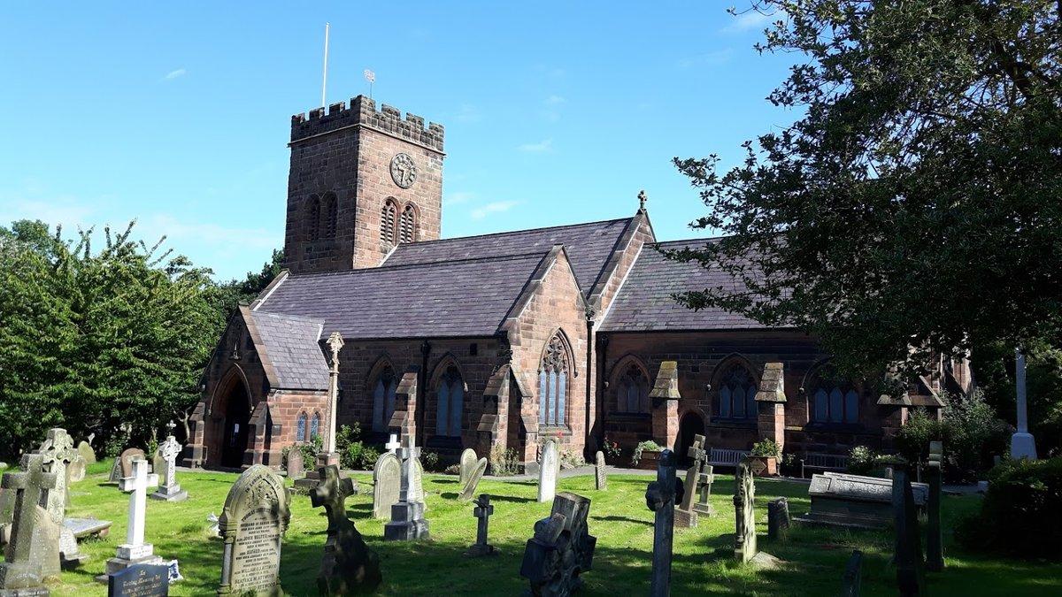 Cementerio de la iglesia de Saint Brigitte en West Kirby, Inglaterra.
