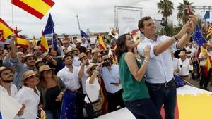 Rivera es reforça i Sánchez passa al contraatac contra Cs i PP