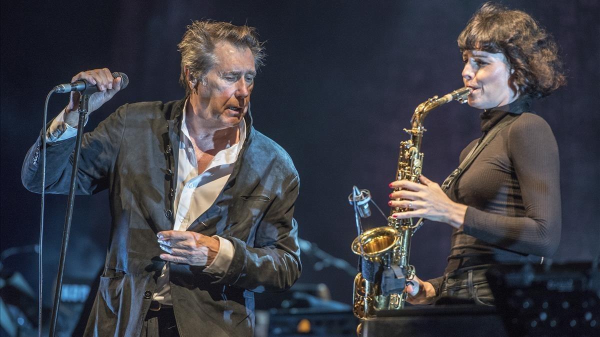 Bryan Ferry, con Jorga Chalmers, en el festival de Cap Roig