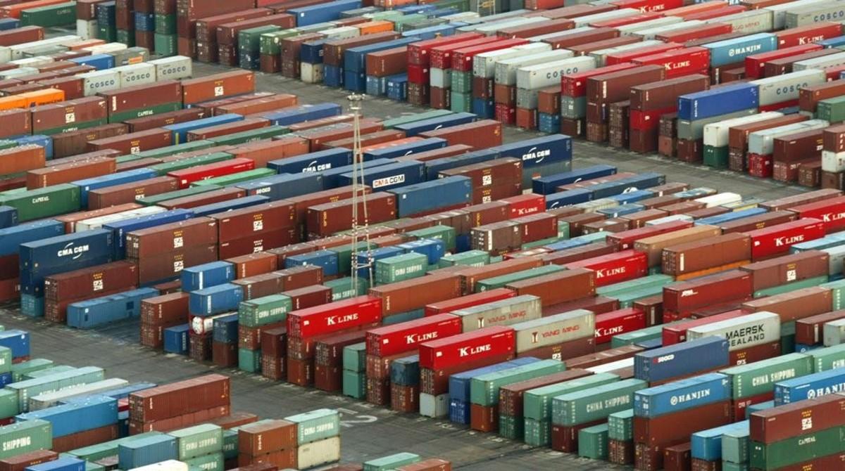 Contenedores en el puerto de Barcelona.