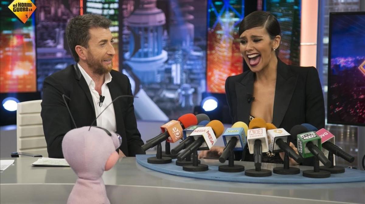Cristina Pedroche habla con Pablo Motos enElHormiguero de Antena3 .