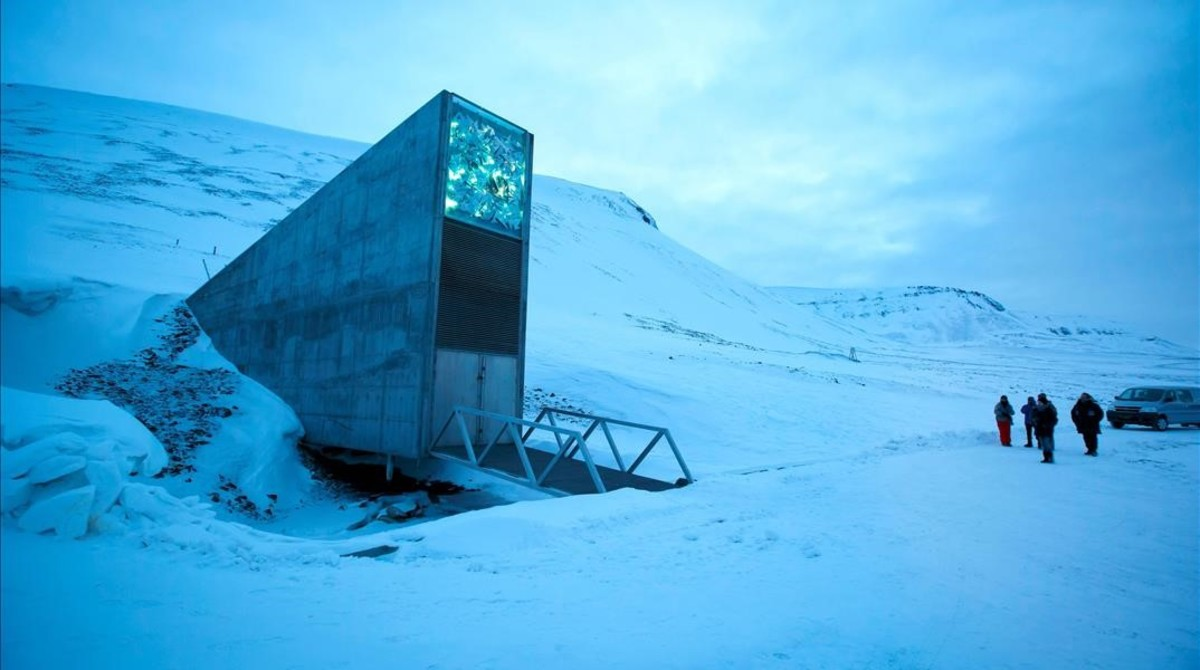 Entrada a la Cúpula del Fin del Mundo, un gigantesco banco de semillas en las islas Svalbard, en el norte de Noruega.