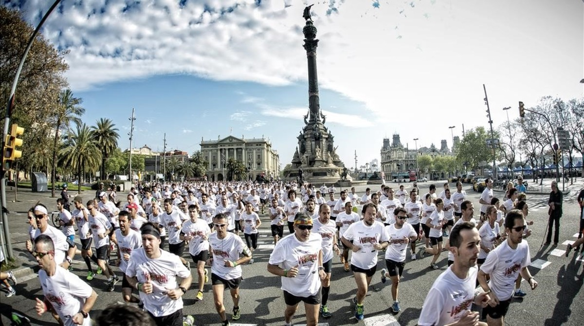 La Cursa Bombers del 2014, a su paso por Colón.