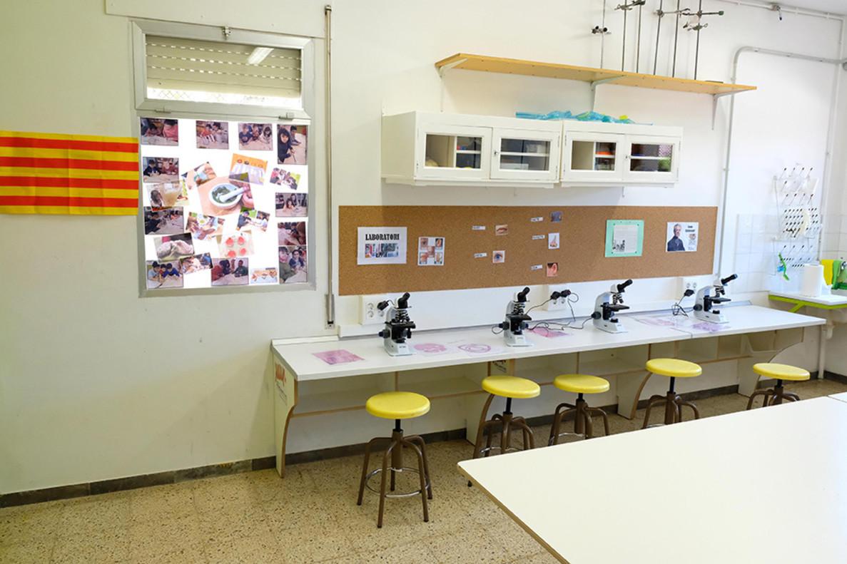 Desde el pasado mes, la escuela Montserrat de Cornellà cuenta con un nuevo laboratorio de ciencias