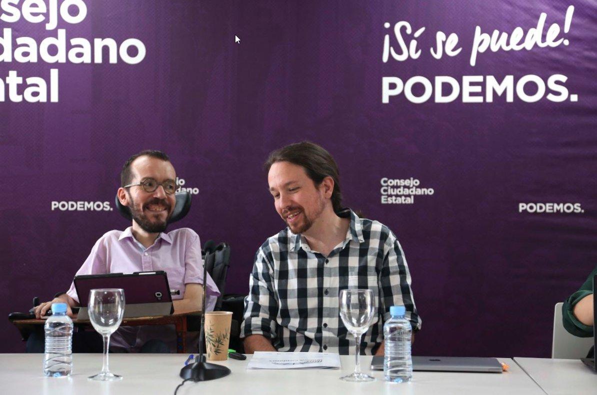 El líder de Podemos, Pablo Iglesias, junto al Secretario de Organización del partido, Pablo Echenique en el Consejo Ciudadano Estatal