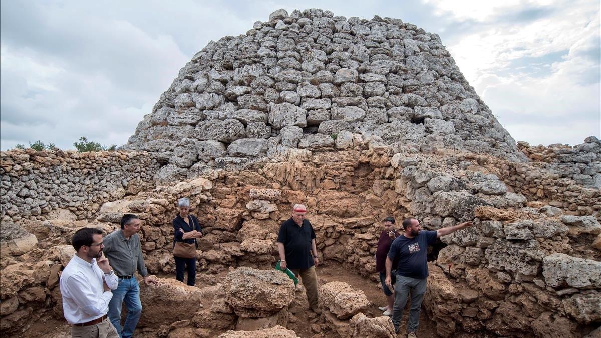 Encontrados los restos funerarios de 4 bebés en un 'talaiot' en Menorca