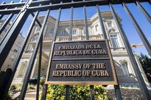 La fachada de la embajada cubana en Washington