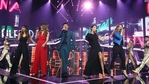 Los cinco finalistas, Aitana, Mireia,Alfred, Ana Guerra y Miriam, en la actuación grupal.