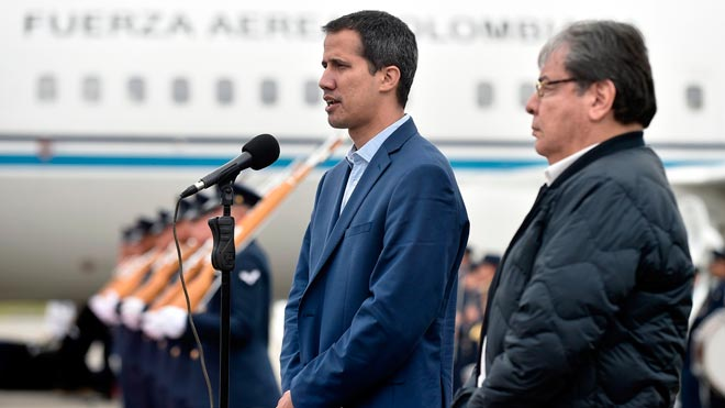 Guaidó y el vicepresidente de EEUU apuestan por la intervención militar en Venezuela. En la foto, Guaidó con el ministro de Asuntos Exteriores colombiano, Carlos Holmes Trujillo.