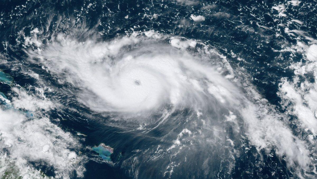 L'huracà 'Dorian' arriba a la «catastròfica» categoria cinc