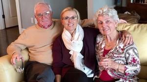 Ian, su hija Fiona, y Valerie, en una foto facilitada por la familia.