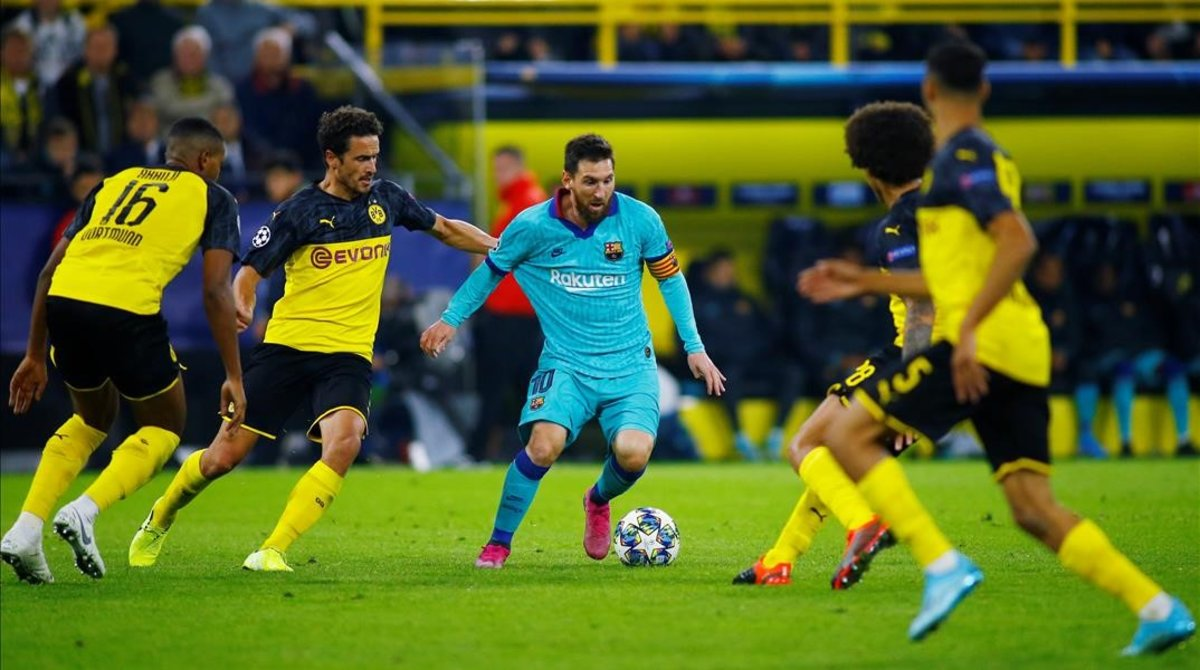 Messi, rodeado de contrarios en el partido ante el Borussia Dortmund.