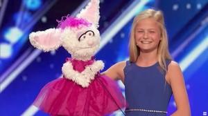 Momento de la actuación de Darci Lynne en Got Talent de la cadena NBC