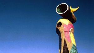 La escultura de Miró 'Dona i ocell', en el parque del Escorxador.