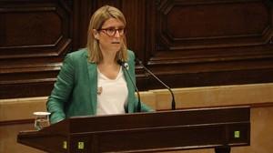 La portavoz de la Generalitat y consellera de presidencia, Elsa Artadi, durante su intervención este jueves en el Parlament