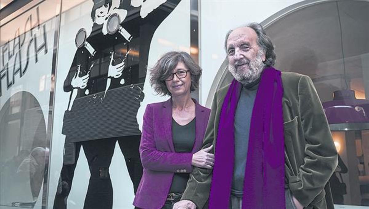 Leopoldo Pomés, con su hija Juliet, ilustradora del libro, este lunes en su restaurante Flash Flash.