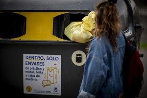 Los catalanes separaron 18,50 kg de envases en el contenedor amarillo.