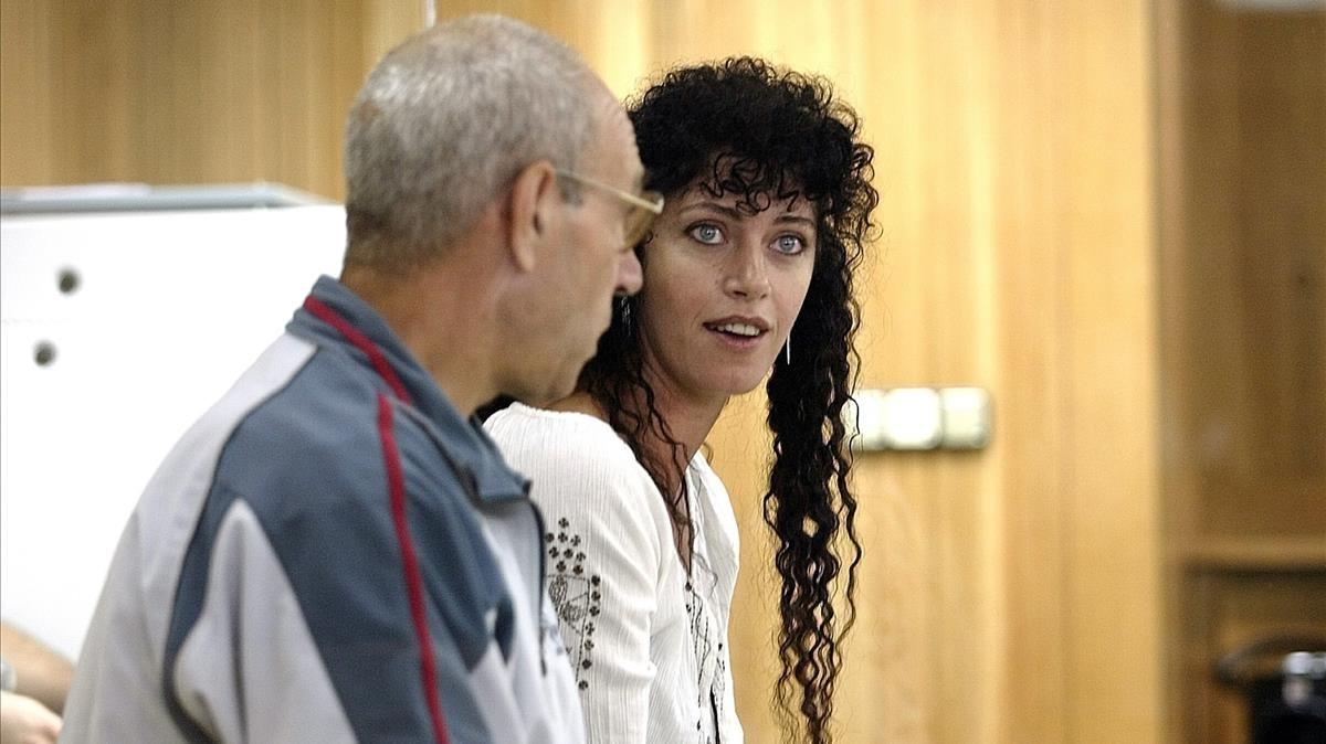 La etarra Idoia López Riaño, alias la tigresa, junto a su cómplice Santiago Arróspide Sarasola, Santi Potros, durante un juicio en la Audiencia Nacional.