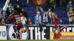 Los jugadores de la Real Sociedad celebran el primer tanto conseguido contra el Espanyol.