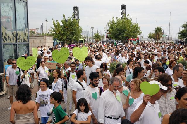 La marcha por el clima ha reunido multitud de personas en Barcelona. El blanco ha sido la indumentaria elegida.