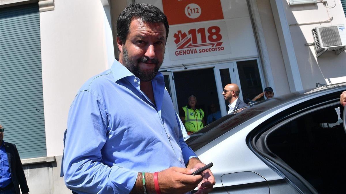 Salvini a su llegada al hospital de San Marino para visitar a las victimas tras el derrumbe del puente Morandi en Genova.