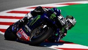 Maverick Viñales rueda con la Yamaha en el Circuit de Catalunya.