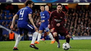 Messi, ante Cesc Fàbregas.