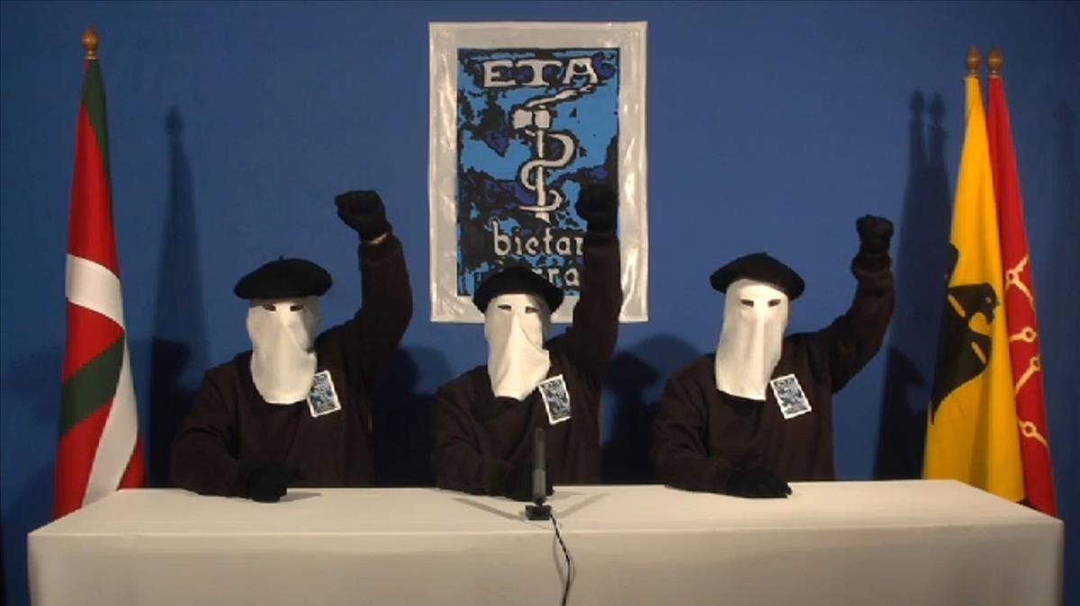 Miembros de ETA en una imagen de archivo.