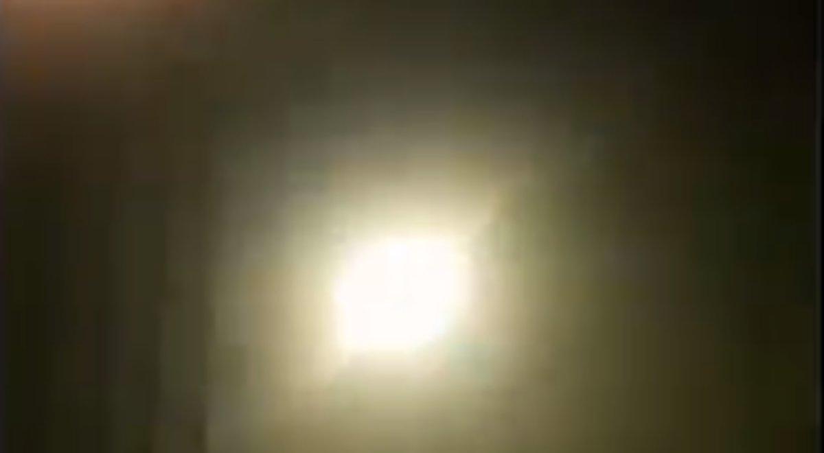 Un vídeo muestra lo que podría ser el impacto de un misil en el avión ucraniano que se estrelló en Teherán.