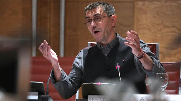 La comparecencia de Monedero se ha desarrollado en medio de continuas tensiones con el senador del PP, Luis Aznar.