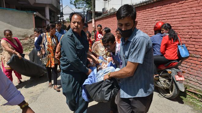Al menos 29 muertos por el temblor de 7,3 grados, que ha tenido su epicentro en el noreste de Katmandú.