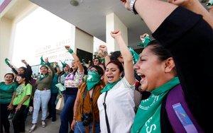 Mujeres celebran ladespenalización del aborto en Oaxaca, México.